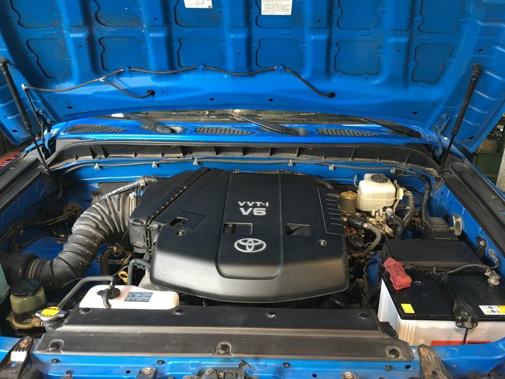 USトヨタ FJクルーザーの修理 バッテリー警告 水まわりの修理