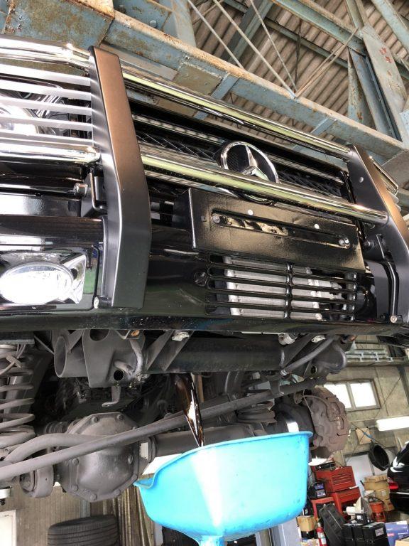 ベンツG550 エンジンオイル、ブレーキパッド交換 G350プロフェッショナルナンバー位置