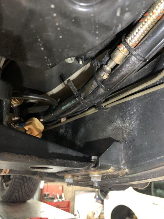 Gクラス  ガソリン漏れ 修理